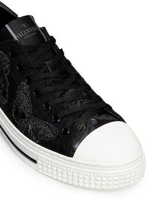 Detail View - Click To Enlarge - Valentino - 'Camubutterfly Noir' embroidery sneakers