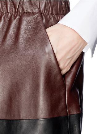 细节 - 点击放大 - VINCE - Colourblock leather skirt