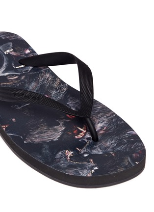 Detail View - Click To Enlarge - Givenchy - Monkey print flip flops