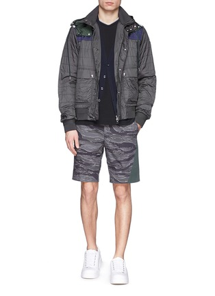 Figure View - Click To Enlarge - Moncler - Side band camouflage shorts