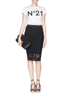 NO. 21Sequin bead logo T-shirt