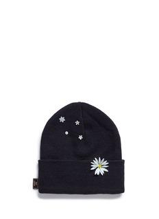 Piers AtkinsonSwarovski crystal embellished daisy beanie