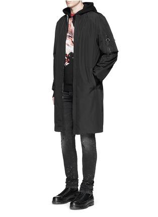 模特儿示范图 - 点击放大 - MARCELO BURLON - CRUCES条纹拼接野狼图案连帽卫衣