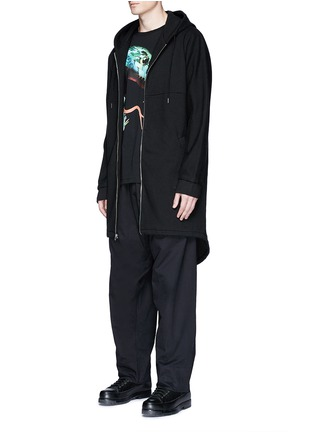 模特儿示范图 - 点击放大 - MARCELO BURLON - ANTISANA品牌标志刺绣休闲裤