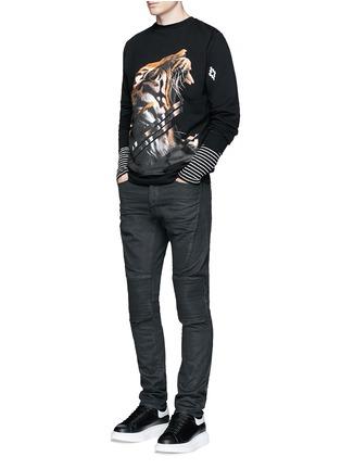 模特儿示范图 - 点击放大 - MARCELO BURLON - 套染棉质机车款牛仔裤