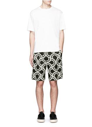 模特儿示范图 - 点击放大 - DOLCE & GABBANA - 螺旋印花亚麻短裤