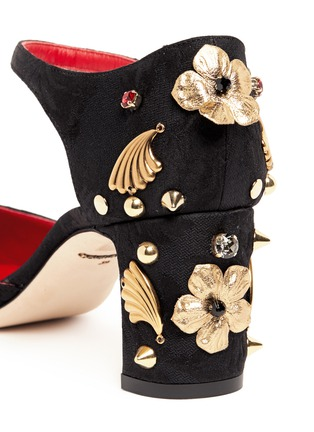 Detail View - Click To Enlarge - Dolce & Gabbana - Brass charm appliqué pumps