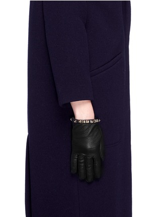 Figure View - Click To Enlarge - Valentino - 'Rockstud' short pebble leather gloves