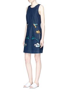 VICTORIA, VICTORIA BECKHAM'Okinawa' motif embroidered denim shift dress