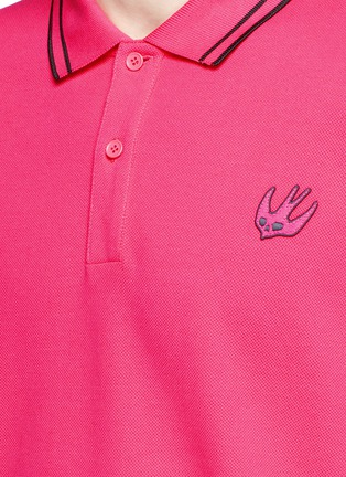 Detail View - Click To Enlarge - McQ Alexander McQueen - Swallow skull patch appliqué polo shirt