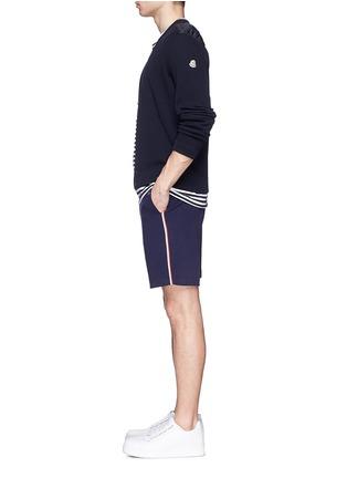 模特儿示范图 - 点击放大 - MONCLER - 条纹拼贴纯棉休闲短裤