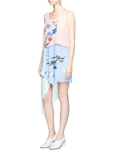 HELEN LEE Flying bunny print pleated asymmetric tiered dress