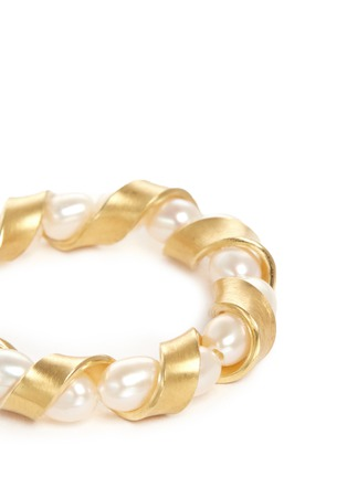 Detail View - Click To Enlarge - Belinda Chang - 'Ribbon' 18k gold plated pearl ring