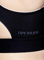 Colourblock V-back mesh insert sports bra
