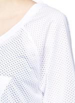 Embroidered logo V-neck mesh T-shirt