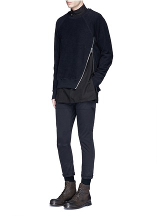 模特儿示范图 - 点击放大 - SIKI IM / DEN IM - 工装感纯棉斜纹长裤