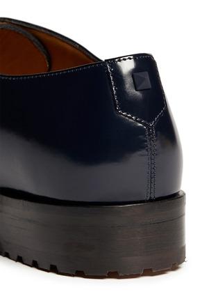 细节 - 点击放大 - VALENTINO - 真皮铆钉系带鞋