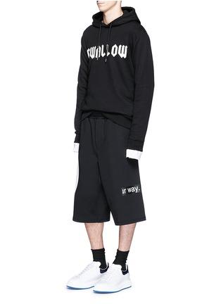 McQ Alexander McQueen-'Taito' geometric slogan print jersey shorts