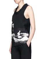 Surfer print sleeveless crepe top