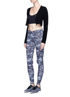 Live The Process 'V' abstract print performance leggings