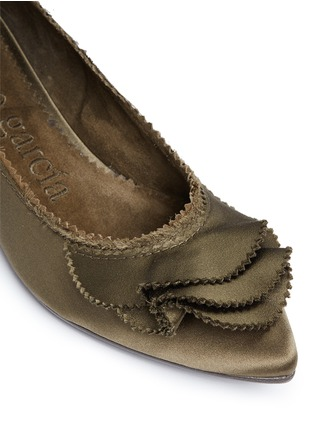Detail View - Click To Enlarge - Pedro García - 'Albany' ruffled satin skimmer flats