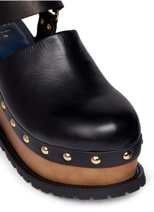 Detail View - Click To Enlarge - Sacai - Wooden wedge stud leather clogs