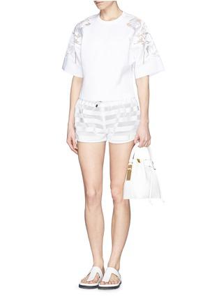 模特儿示范图 - 点击放大 - MONCLER GRENOBLE - 网眼拼贴横纹短裤
