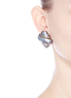 Kenneth Jay LaneGold plated glass crystal shell clip earrings