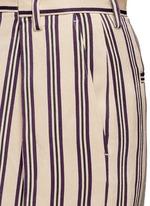 Front vent stripe skirt