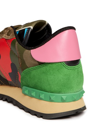Detail View - Click To Enlarge - Valentino - Camouflage leather suede sneakers