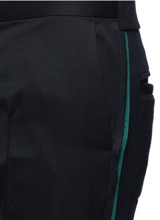 Detail View - Click To Enlarge - Johnundercover - Mixed media slim fit shorts