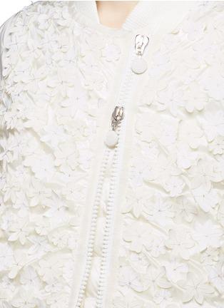 细节 - 点击放大 - MONCLER - 花卉缀饰羽绒夹克