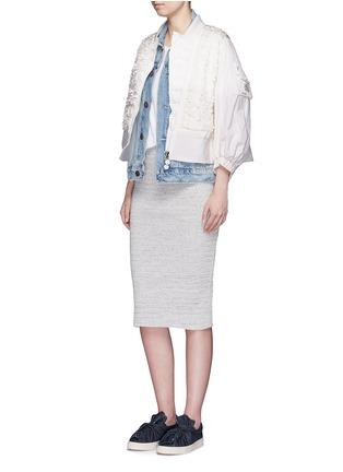 模特儿示范图 - 点击放大 - MONCLER - 花卉缀饰羽绒夹克