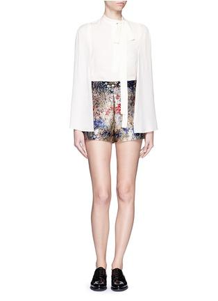 模特儿示范图 - 点击放大 - VALENTINO - 彩色花卉提花短裤