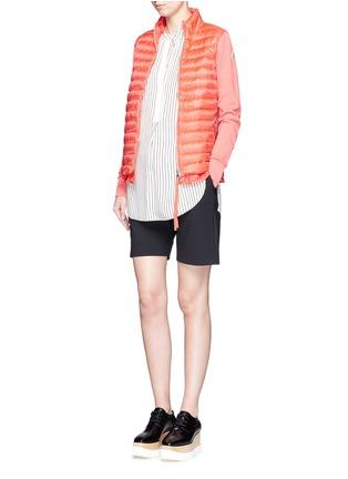 模特儿示范图 - 点击放大 - MONCLER - Ruffle hem jersey combo down zip jacket