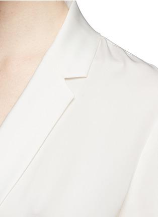 细节 - 点击放大 - THEORY - 'Ilori' drape front silk blouse
