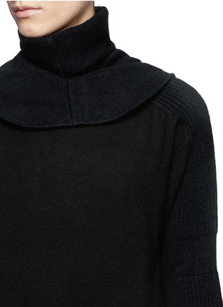 Detail View - Click To Enlarge - TOGA ARCHIVES - Detachable snood contrast knit sweater