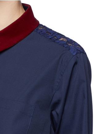 Detail View - Click To Enlarge - Sacai - Guipure lace back velvet collar shirt