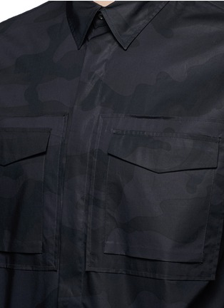 Detail View - Click To Enlarge - Valentino - 'Camu Noir' print army shirt