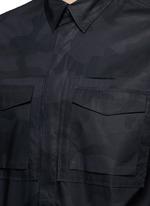 'Camu Noir' print army shirt