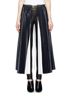 TOGA ARCHIVESLaminated pleat skirt with brass belt