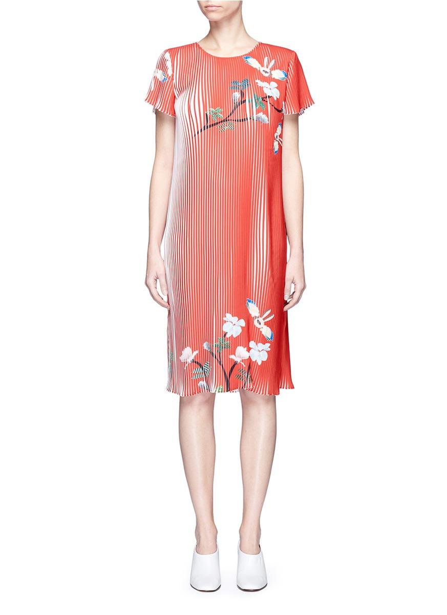 Flying bunny print plissé pleated dress by HELEN LEE