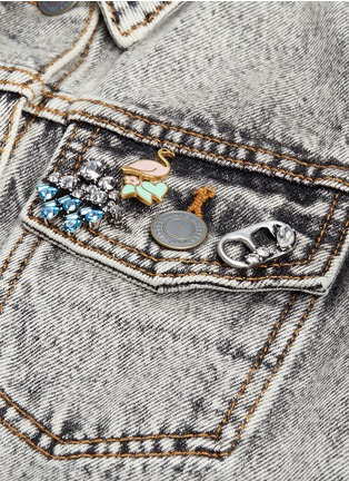 Detail View - Click To Enlarge - Marc Jacobs - Strass soda lid pin