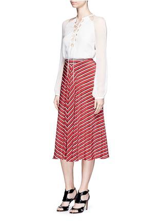 模特儿示范图 - 点击放大 - ALTUZARRA - DIETRICH条纹褶裥真丝半身裙