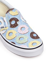 'Classic Late Night' donut print kids slip-ons