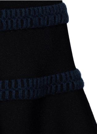 细节 - 点击放大 - ALAÏA - Frise镂空条带装饰混羊毛喇叭连衣裙