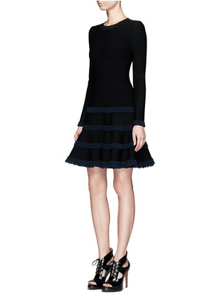 模特儿示范图 - 点击放大 - ALAÏA - Frise镂空条带装饰混羊毛喇叭连衣裙
