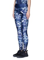 'The Cascade' tidal wave print active leggings