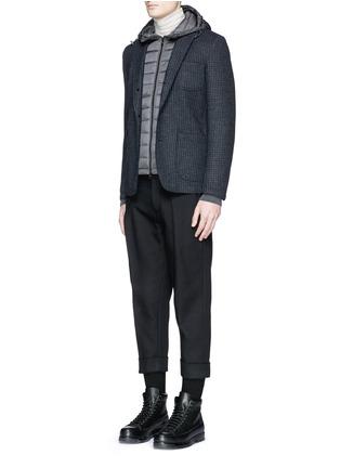 模特儿示范图 - 点击放大 - MONCLER - 尼龙拼接混羊毛连帽羽绒外套