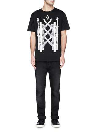 - MARCELO BURLON - 'Palm Angels' hands print T-shirt and book set